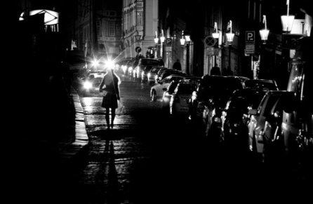 femme la nuit