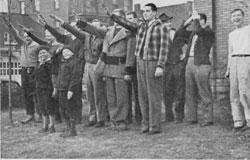 Rituel d'initiation dans une fraternité en 1939. Source